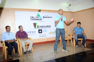 From right, Mr. Jaymin shah, country manager Scott sports India, Deepak Raj , Brand Ambassador Tri Thonnur, Ajit Thandur, spokesperson Enduro, Mr. Shreedhar, Facility manager Sparsh Hospital