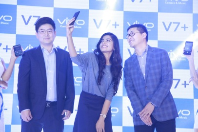 Pics 003- Actress Rashmika Mandanna with Mr.Ma Hadong, CEO, Vivo Karnataka & Mr.Eric Guo, General Manager, Vivo Karnataka at the launch of Vivo V7 plus in Bengaluru