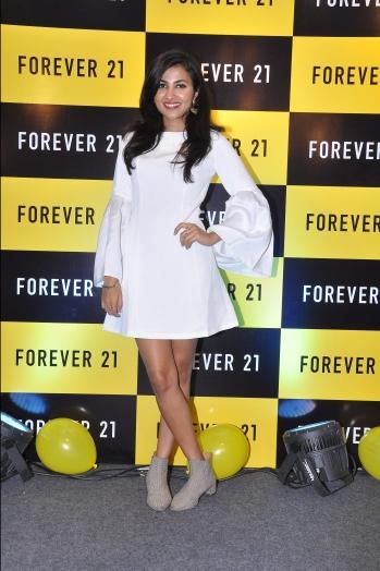 forever-21-presents-vidya-vox-global-youtube-sensationto-promote-her-latest-music-album-vidya-vox-kuthu-fire-in-bangalore.jpg